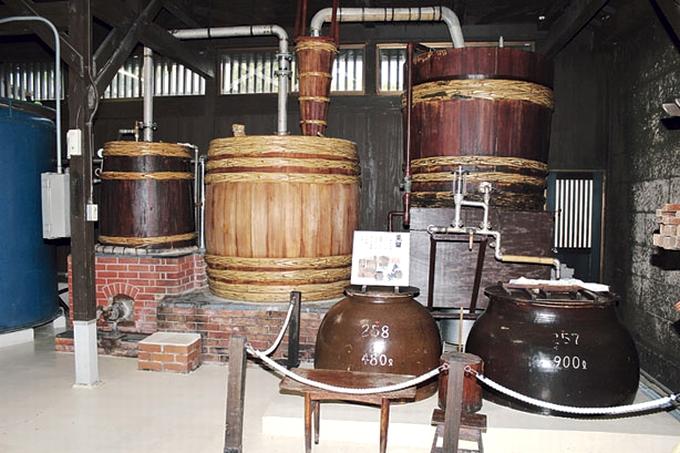 石蔵ミュージアムの木樽蒸留器