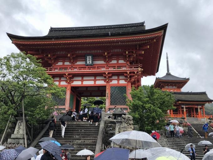 清水寺 荘厳な仁王門
