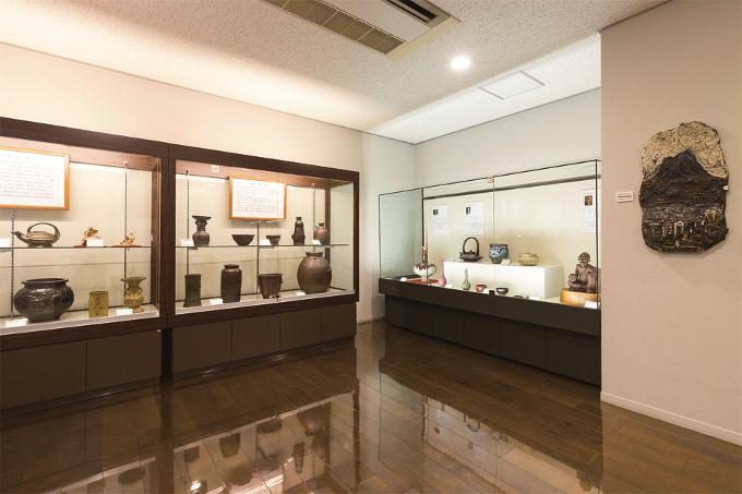 三宅美術館薩摩焼展示室