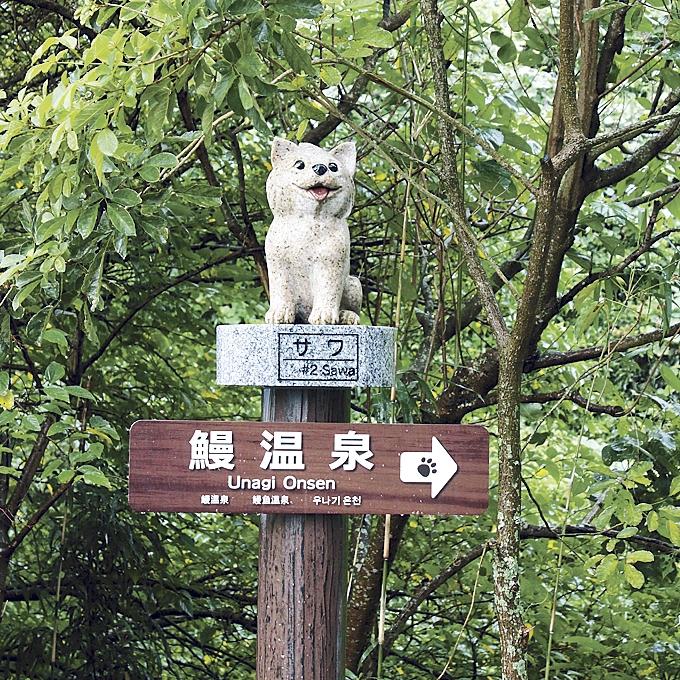 鰻集落の観光スポットを案内する西郷隆盛の愛犬「サワ」の石像