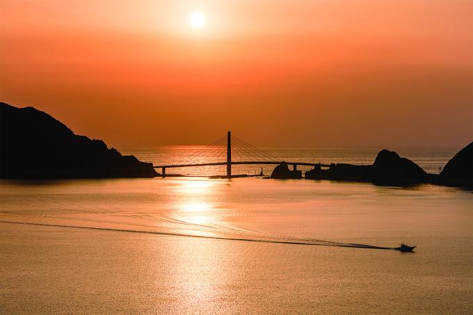 夕焼けに染まる甑大明神橋