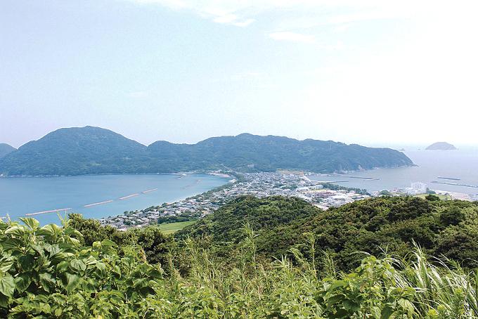 甑島・里町のトンボロ地形