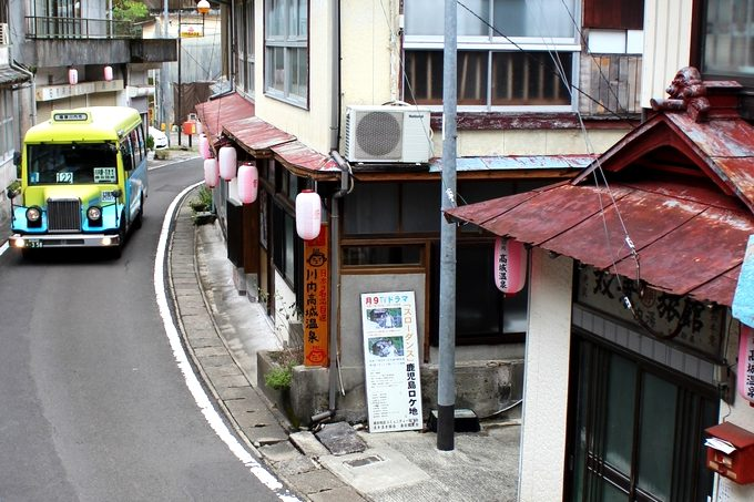 川内高城温泉街を走るボンネットバス
