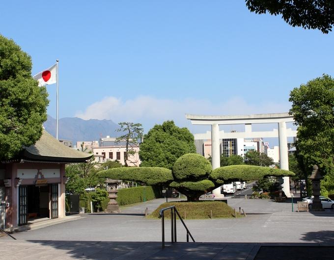 照国神社から桜島を眺める