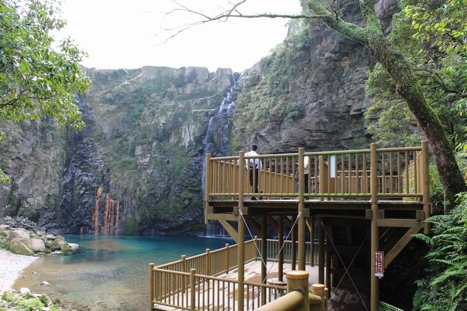 雄川の滝と展望デッキ