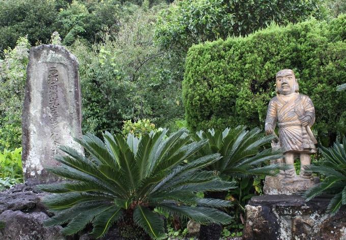 鰻集落の西郷石像