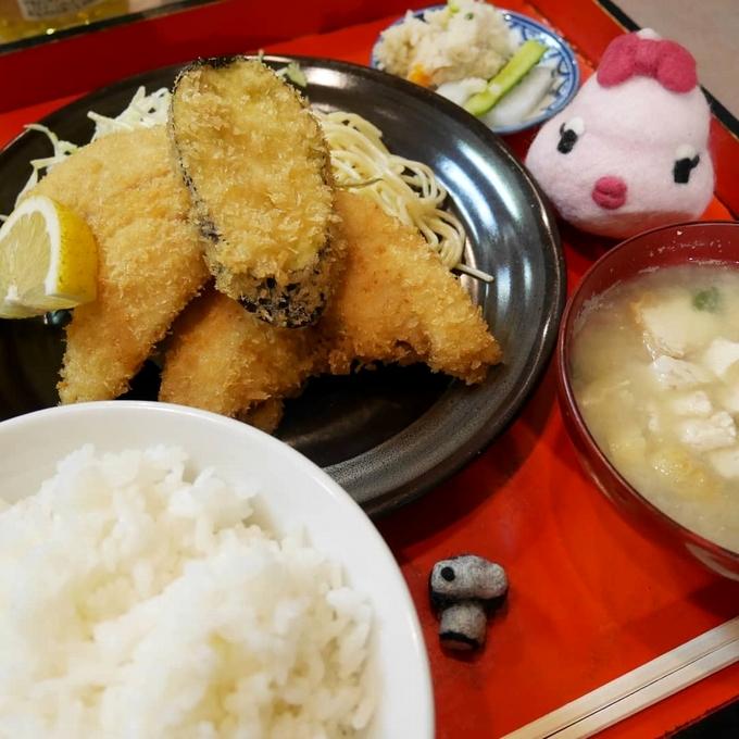 おけい「アジフライ定食」