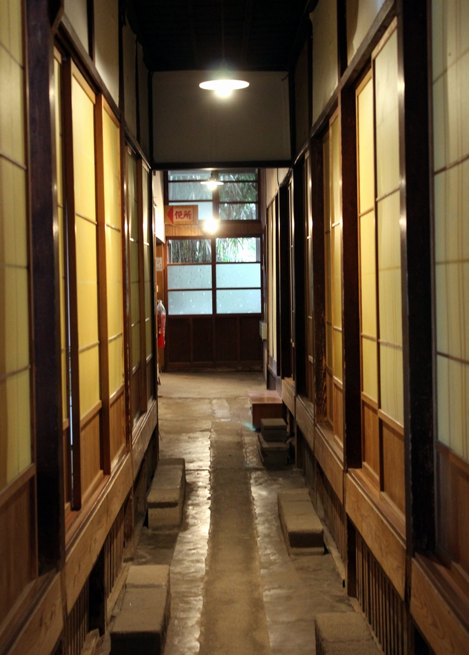 中島温泉旅館レトロな通路