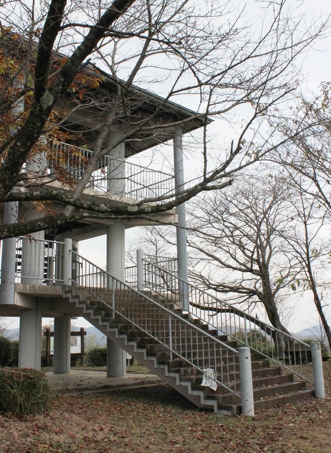 横平山戦跡にある展望台