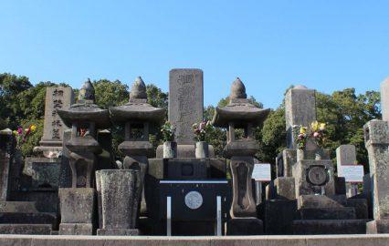 南洲墓地正面から