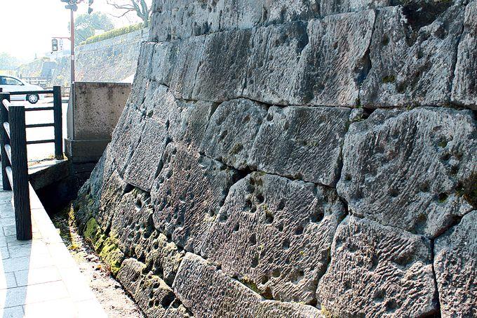 私学校跡石塀の弾痕