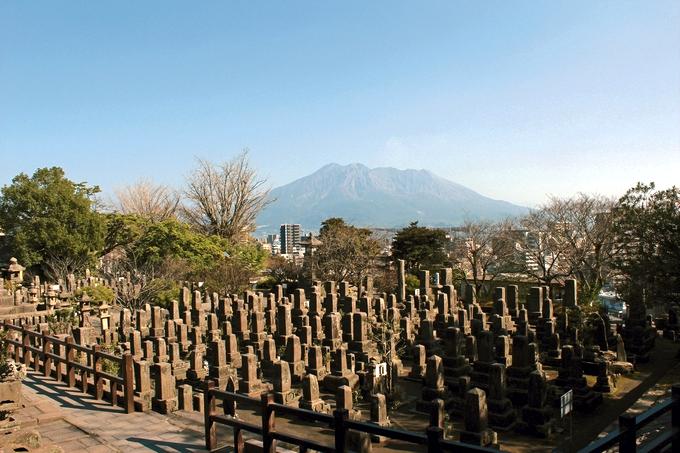 南洲墓地から望む桜島