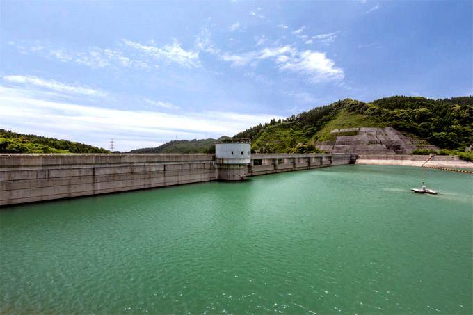 谷川内ダムのダム湖