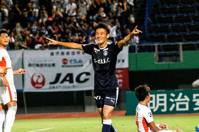 鹿児島ユナイテッドFC:MF/牛之濵拓選手プレー中
