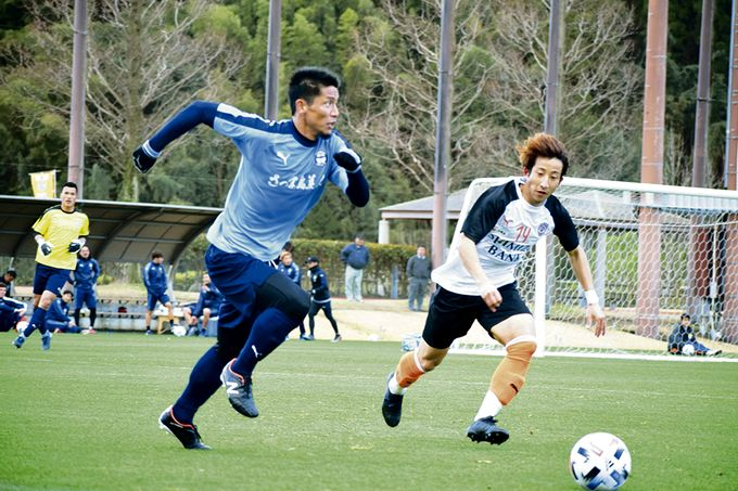 鹿児島ユナイテッドFC:DF/青山直晃選手プレー中