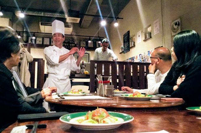 大和桜酒造を招いてのディナー会。客と一緒に楽しめる空間を取り戻すのが、今の目標だ