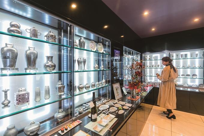 薩摩錫器工芸館に並ぶ錫器