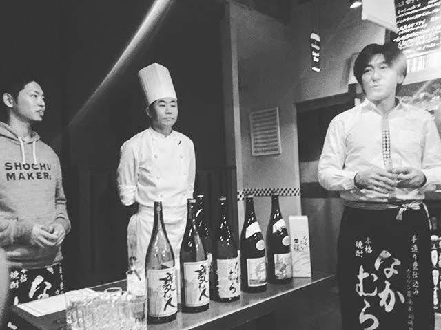 中村酒造場の中村慎弥さん(左)を招いてのディナー会