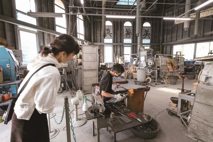 薩摩びーどろ工芸「工房の風景」