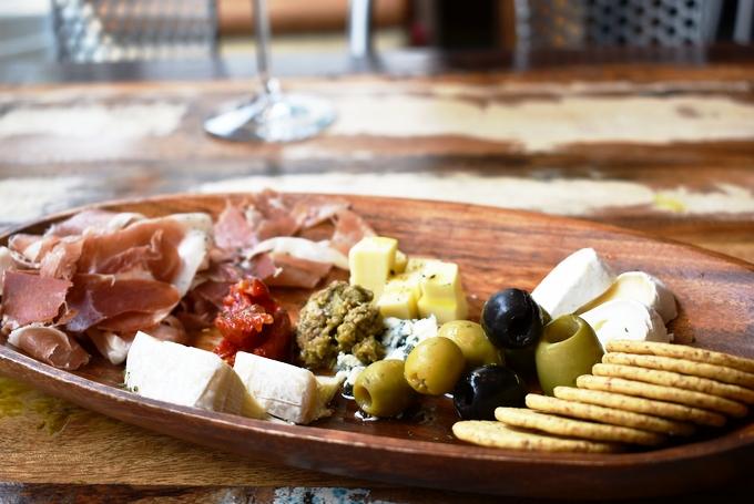 レシフェ&テレザ「スペシャリティチーズ&ハモンセラーノプレート」