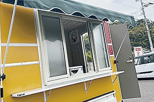 YRCキッチンカー 大きな窓