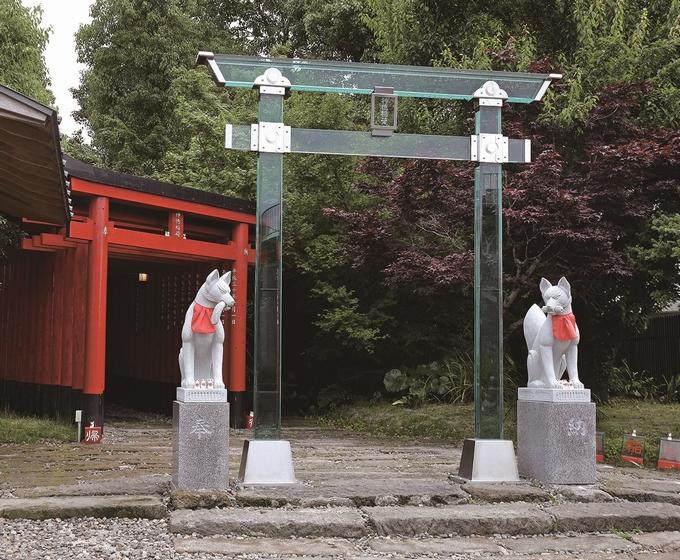 神徳稲荷神社「ガラスの鳥居」