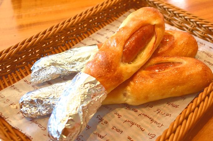 ベーカリー&カフェ リーノ「肉パン」