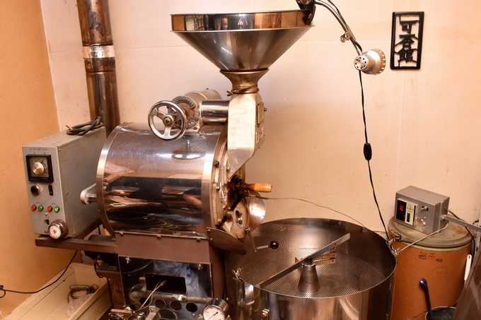 可否館(こーひーかん)の焙煎機