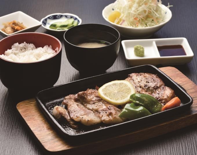 黒豚料理やごろう亭「上ロースステーキ定食」