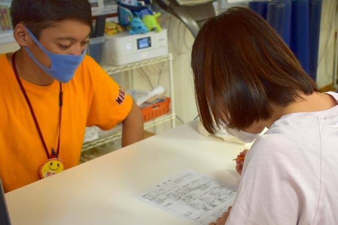 メルヘンスポーツ鹿児島で問診票に記入