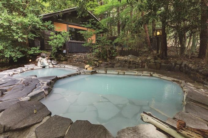 旅行人山荘「貸し切り露天風呂・赤松の湯」