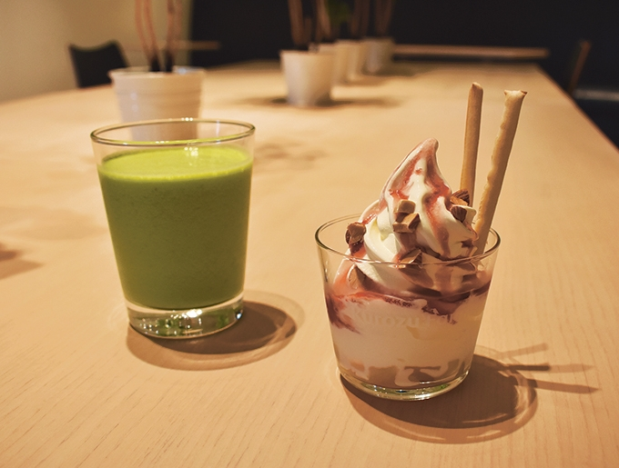 Kurozu Farm「パイナップル小松菜の黒酢スムージー」と「フルーツサンデー」