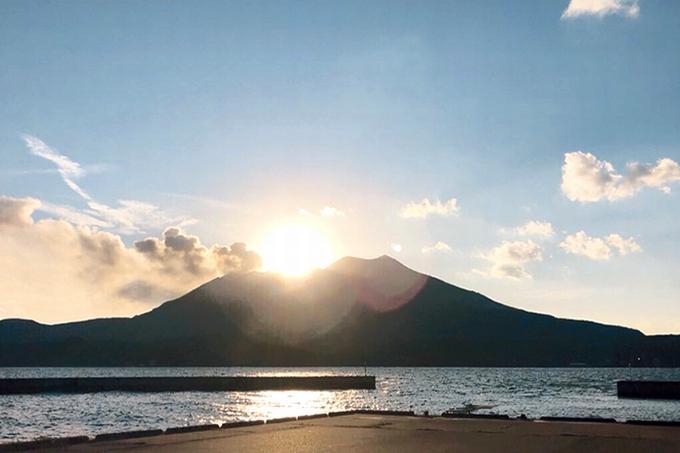 新島から望む桜島
