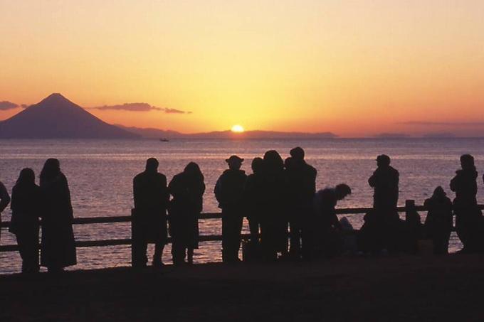 火之神公園から望む開聞岳と日の出