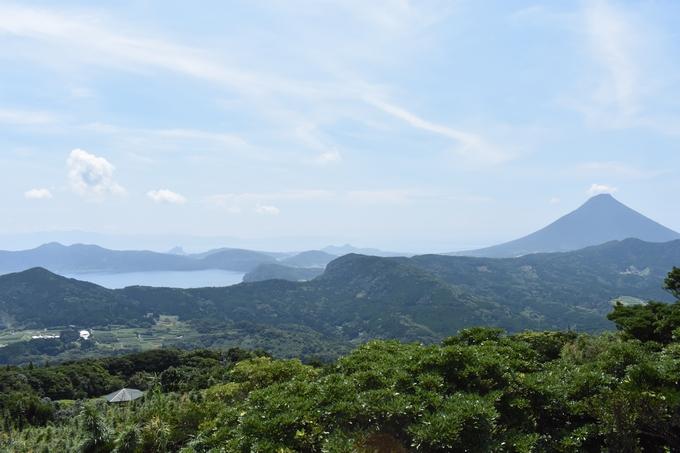 大野岳頂上から望む開聞岳と池田湖