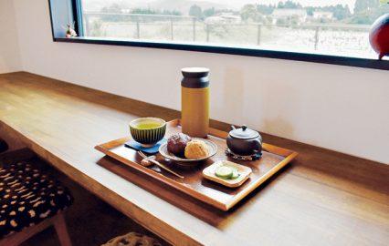 古い記事: 年輪堂|選べる緑茶セットを霧島連山の景色と。隠れているカフェ
