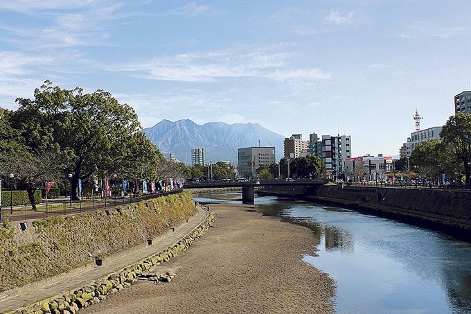南洲橋から望む桜島