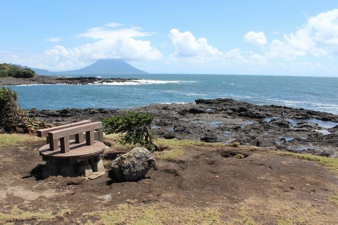 釜蓋神社 希望の岬から望む開聞岳