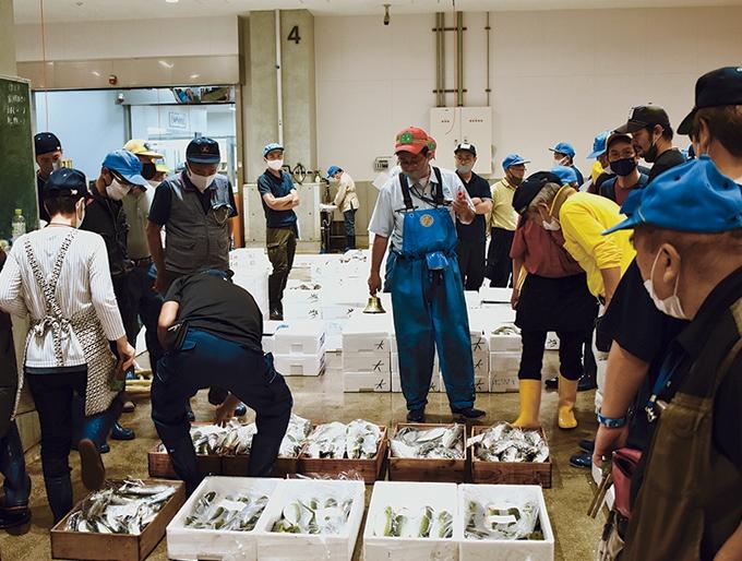 鹿児島市魚類市場「場内セリ」