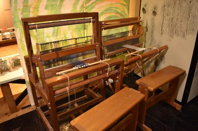 和紙ギャラリー「機織り機」