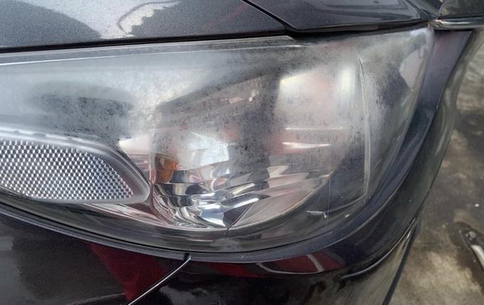 リライトガレージ「ヘッドライト黄ばみ除去」施工前