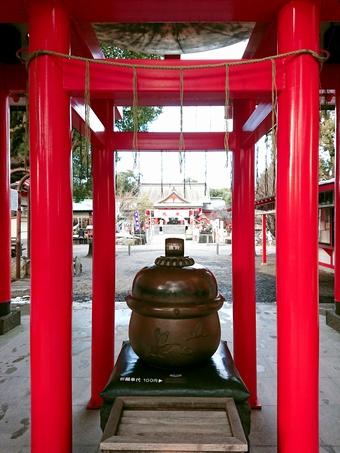 箱崎八幡神社「神門の鈴の下」