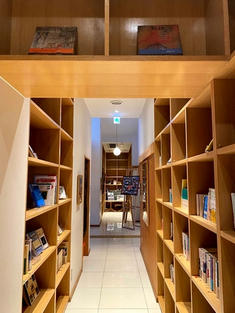 肥薩おれんじ鉄道阿久根駅構内「図書コーナー」