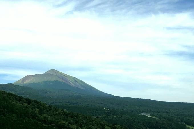 霧島神話の里公園から高千穂峰を望む