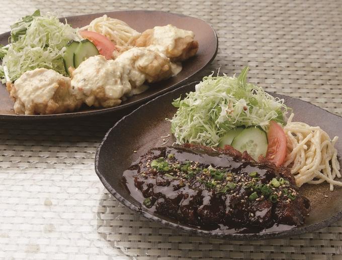 お食事処 学食堂「味噌カツ(手前)とチキン南蛮」