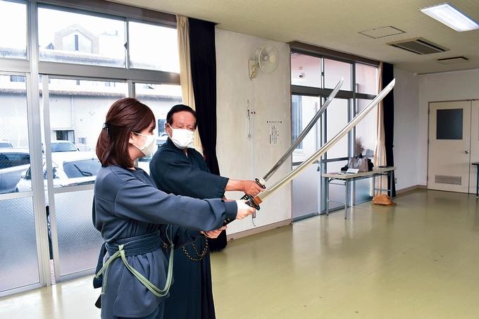 戸山流居合道「模造刀を握る」