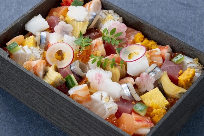 城山ホテル鹿児島テイクアウトメニュー「海鮮彩りちらし寿司」