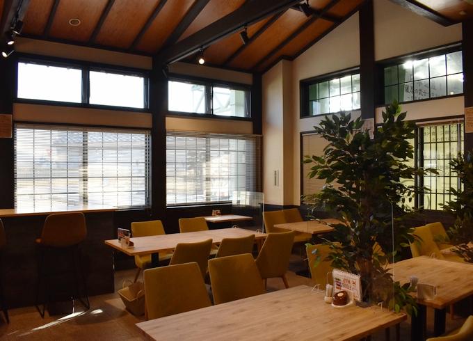 こあら食堂「木の温もりを感じる」