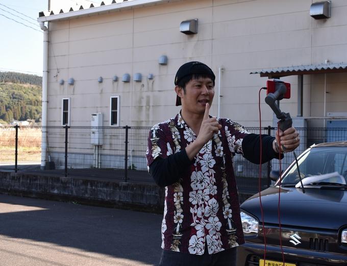 南薩観光オンラインバスツアー「ガイドする村方さん」