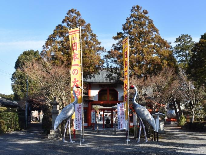 箱崎八幡神社「巨大な鶴の像がお出迎え」